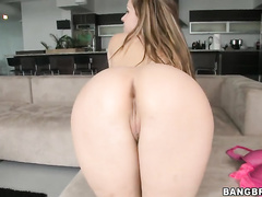 Courtney Cummz is a sexy MILF looking for a young hunk to beat that pussy up.