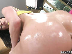 To have a MILF like Kendra Lust riding your cock is evry man's fantasy.