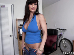 Lisa Ann has a huge ass that's out of this world.