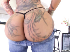 Bella Bellz , and her huge ass, joins us once again for this PAWG update.