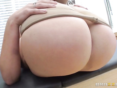 For London Keyes, keeping her legendary juicy booty in fucking form takes a lot of hard work.